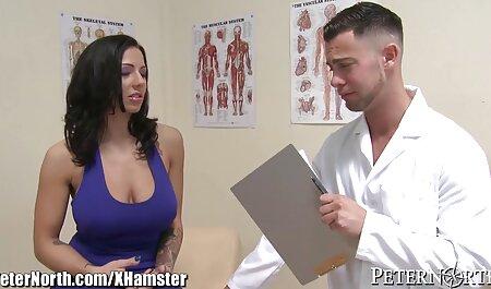 Un homme avec un long pénis porno cheval vs femme adulte.