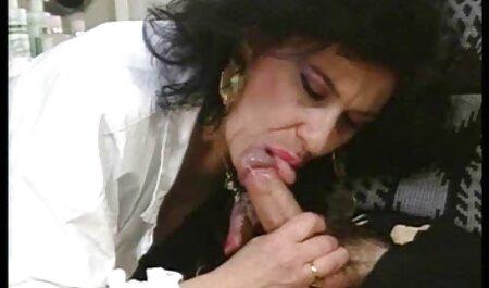Belle porno femme avec des chiens parcelle juste après les massages