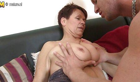 Une fille au bord de la gorge sans le plaisir porno femme avec cheval d'un homme avec une fellation fantastique.