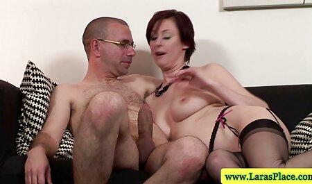 Drôle homme habillé en femme porno Mink girl, avec une variété d'objets