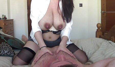 Un homme qui mange la xnxx femme ronde première personne une perle mignonne avec des seins élastiques