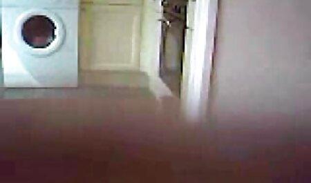 Agent immobilier baisé une fille sur le canapé. porno femme enceinte