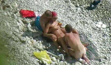 Un homme qui mange sa maîtresse avec une bite dure. sex maman hd