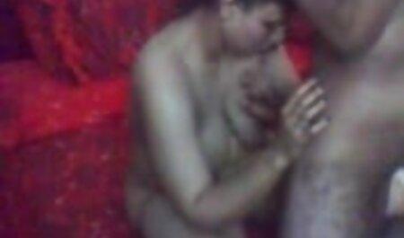 Salope aux petits femme petite taille porno seins filmés dans le porno sont très belles.