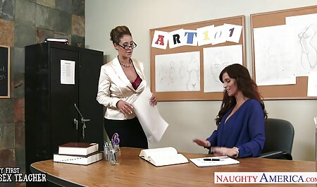 Séparer les hommes de xxx femme solo glace d'une fille en uniforme scolaire pour le sexe.