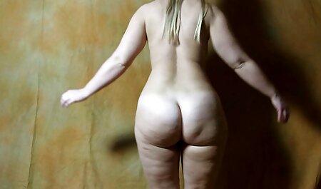 Incroyable femme sexy xx brune avec des bas blancs.