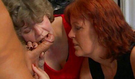 La porno 2 hommes et 1 femme blonde bronzée a abandonné son amant.