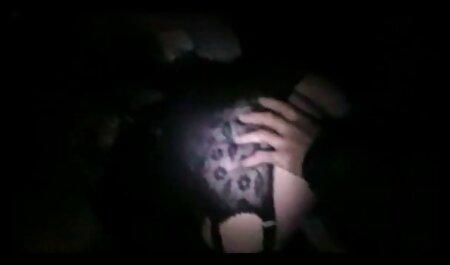 L'homme musclé a une fille porno arabe voile qui est impatient dans chaque fente.