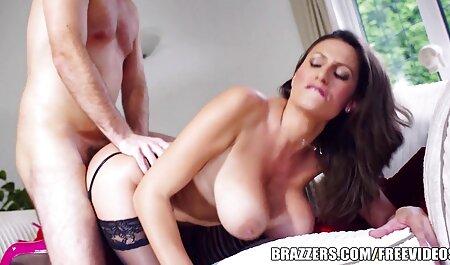 Cet porno entre pere et fille homme est insolent.