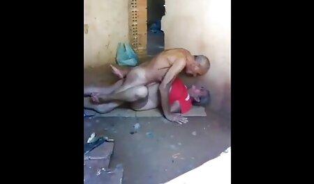 Mère Sexy donne porn robe des leçons de sexe aux jeunes couples.