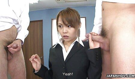 Séduisante fille aspirant artiste porno avec sa tante