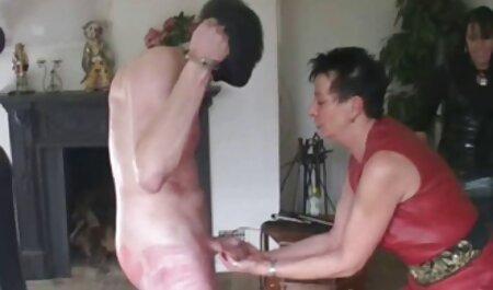 Deux masseurs répondent pleinement au client video xxx lesbienne