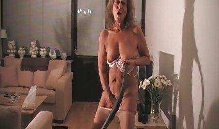 Les hommes non pointus viennent pour le porno fille avec fille sexe avec un beau mince
