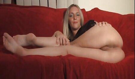 Babe suce des porno femme avec cheval bites et lèche des mégots