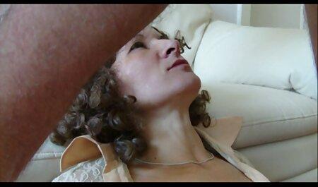 Le propriétaire forme un porno femme avec homme grand donner à un homme des sensations inoubliables
