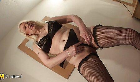 Bien léché la pointe de la porno avec sa tante blonde chaude