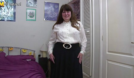 Brune femme porno avec cheval en talons hauts masturbation vaginale