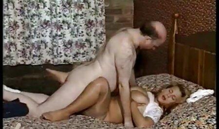 Mauvaise blonde avec des esclavagistes porno femme avec choval