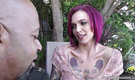 Branler une video porno de fille vierge blonde dans le jardin
