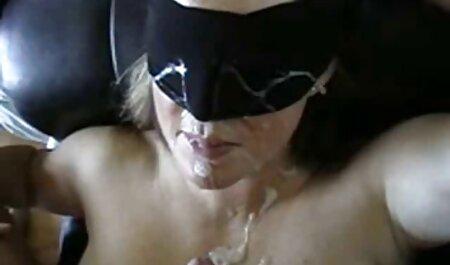 Prenez la femme du patron porno le bureau rotatif sur la table.
