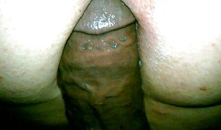 Cette salope rend tout le monde porno femme bi fou.